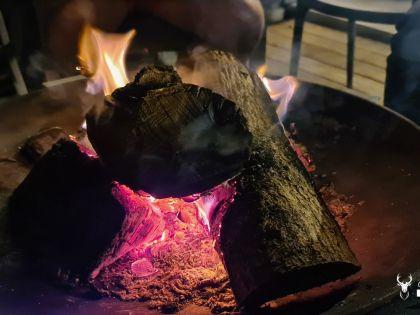 Vuurplaats met knapperend vuurtje in Chalet Faro Durbuy